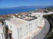 1 Bed Penthouse 57P | Views overlooking Pizzo & The Coast